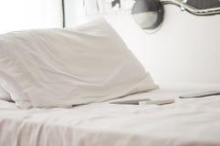 Oreillers sur une salle de lit Photographie stock libre de droits