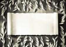 Oreilles d'avoine sur le bois photo stock