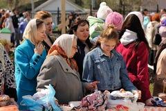 Orel, Rússia - 30 de abril de 2016: Bênção Paschal da cesta da Páscoa Imagens de Stock