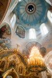 Orel, Rússia - 28 de julho de 2016: Interior da igreja ortodoxa do russo Imagens de Stock