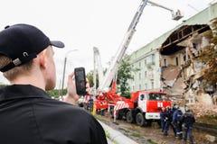 Orel, Rússia, o 29 de agosto de 2017: Colapso da casa de apartamento velha Imagens de Stock Royalty Free