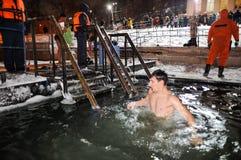 Orel, Rússia, o 19 de janeiro de 2018: Esmagamento Russo chris ortodoxo Foto de Stock