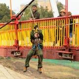 Orel, Rússia, o 5 de setembro de 2015: Menino do desc do serviço do salvamento Fotos de Stock Royalty Free
