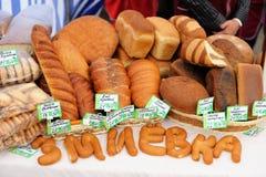 Orel, Rússia, o 5 de setembro de 2015: Vária pastelaria do artesão para a venda Fotografia de Stock