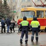 Orel Rosja, Grudzień, - 05, 2015: Kierowcy ciężarówki palik droga dwa Obrazy Stock