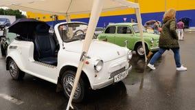 Orel, Rosja, Lipiec 22, 2017: Dynamica samochodu festiwal Biały cabrio Zdjęcie Royalty Free