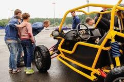 Orel, Rosja, Lipiec 22, 2017: Dynamica samochodu festiwal Ludzie spojrzeń Fotografia Royalty Free