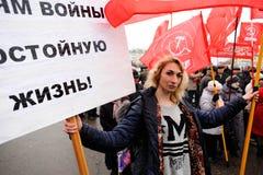 Orel Rosja, Listopad, - 07, 2016: Komunistyczny spotkanie Blondynki Dziewczyna Fotografia Stock