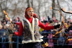 Orel Rosja, Luty, - 26, 2017: Maslenitsa fest dziewczyna w Russi Fotografia Royalty Free