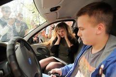 Orel Rosja, Maj, - 01, 2017: Auto pinkin Kierowca sprawdza dźwięka Zdjęcia Royalty Free