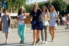 Orel Rosja, Sierpień, - 05, 2016: Orel miasta dzień Uśmiechnięte dziewczyny wewnątrz Obraz Stock