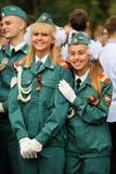 Orel Rosja, Wrzesień, - 1, 2015: Dwa szkolnej blondynki dziewczyny w normie Zdjęcie Royalty Free