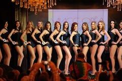 Orel, Rusia - 20 de diciembre de 2015: Concurso de belleza 2015 de Srta. Orel Fotografía de archivo