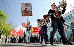 Orel, Rusia - 1 de mayo de 2017: Demostración de mayo Marchi de los trompetistas Imagen de archivo libre de regalías