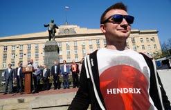 Orel, Rusia - 1 de mayo de 2018: Reunión del primero de mayo Hombre joven en Jim rojo Foto de archivo libre de regalías