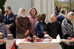 Orel, Rusland - April 30, 2016: Paschal zegen van Pasen-mand Royalty-vrije Stock Fotografie
