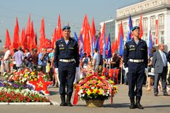 Orel, Russia - August 5, 2015: two military men laying flowers o Stock Photography