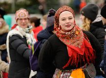 Orel, Russia, November 4, 2017: Roundelay of Unity. Women in col. Ored Russian shawls dancing outdoor Stock Images