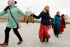 Orel, Russia, November 4, 2017: Roundelay of Unity. Women in Rus. Sian suits and shawls dancing on the square Stock Photo