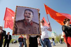 Orel, Russie - 1er mai 2017 : Démonstration de mai Jeunes hommes avec le St Images libres de droits