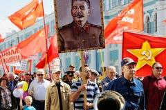Orel, Russie - 1er mai 2017 : Démonstration de mai Les gens W de marche Photographie stock libre de droits