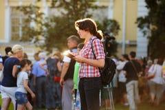 Orel, Russie - 24 juin 2016 : Dessin de fille d'artiste de Fest de Turgenev Image stock
