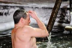 Orel, Russie, le 19 janvier 2018 : Épiphanie Croisement lui-même I d'homme Photos stock