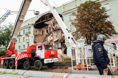 Orel, Russland, am 29. August 2017: Einsturz des alten Apartmenthauses Stockbild