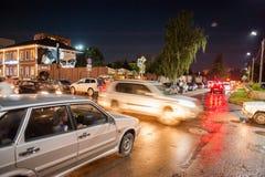 Orel, Russland, am 5. August 2017: Stadt-Tag Autos an der Kreuzung an Ni Stockfotos