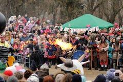 Orel, Russland, Maslenitsa-Festival - 22. Februar 2015: Feuershow Lizenzfreies Stockbild
