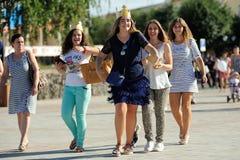 Orel Ryssland - Augusti 05, 2016: Orel stadsdag Le flickor in Fotografering för Bildbyråer