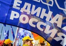 Orel Ryssland - Maj 01, 2018: Den Maj dagen samlar Folk med enigt R Fotografering för Bildbyråer