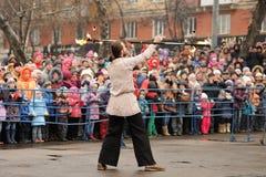 Orel Ryssland - mars 13, 2016: Maslenitsa pannkakafestival Royaltyfri Foto