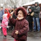 Orel Ryssland - mars 13, 2016: Maslenitsa pannkakafestival chi Arkivbilder