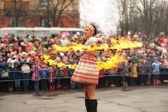 Orel Ryssland - mars 13, 2016: Maslenitsa pannkakafestival gran Arkivbild