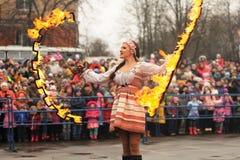 Orel Ryssland - mars 13, 2016: Maslenitsa pannkakafestival gran Arkivfoto