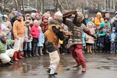 Orel Ryssland - mars 13, 2016: Maslenitsa pannkakafestival Kni Fotografering för Bildbyråer
