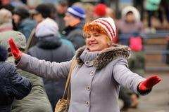 Orel Ryssland - mars 13, 2016: Maslenitsa pannkakafestival Wom Fotografering för Bildbyråer