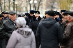 Orel Ryssland - November 07, 2016: Kommunistiskt möte Poliser a Arkivfoton