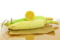Orelha de milho com cal Fotografia de Stock Royalty Free