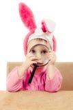 Orelhas de coelho do bebê que sentam-se em uma tabela Imagem de Stock Royalty Free
