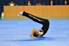 Orenbourg, Russie, année des 26-27 mai 2017 : Les juniors concurrencent dans des acrobaties de sports Photo libre de droits