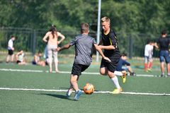 Orenbourg, Russie - 18 août 2017 année : le football de jeu de garçons Images stock