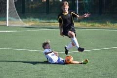 Orenbourg, Russie - 18 août 2017 année : le football de jeu de garçons Images libres de droits