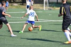Orenbourg, Russie - 18 août 2017 année : le football de jeu de garçons Image stock