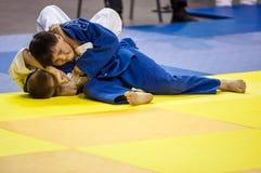 Orenbourg, Russie - 16 avril 2016 : Concours de la jeunesse dans le judo Images stock