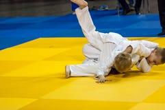 Orenbourg, Russie - 16 avril 2016 : Concours de la jeunesse dans le judo Photos stock