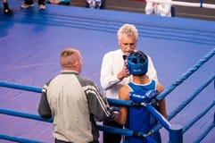 Orenbourg, Russie - 28 avril 2016 : Les boxeurs de garçons concurrencent Image stock