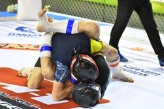 Orenbourg, Russie - 18 février 2017 année : Les combattants concurrencent en arts martiaux mélangés Image stock
