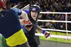 Orenbourg, Russie - 18 février 2017 année : Les combattants concurrencent en arts martiaux mélangés Photo stock